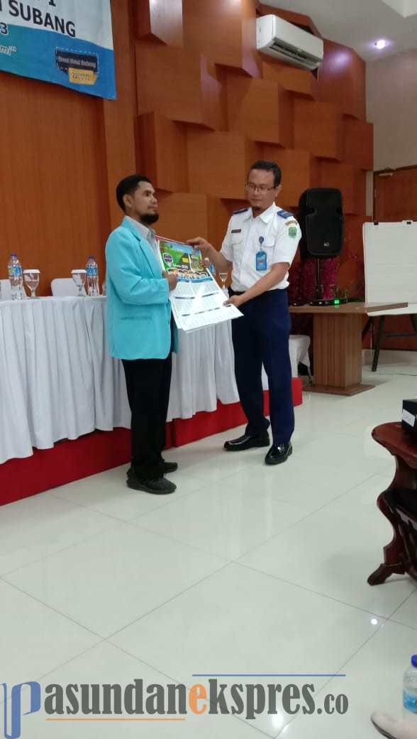 YUSUP SUPARMAN/PASUNDAN EKSPRES SOSIALISASI: Cece Rahman menyampaikan materi sebelum acara Rakerda I PD HIMPAUDI Kabupaten Subang, di Grant Hotel, Rabu (22/1).