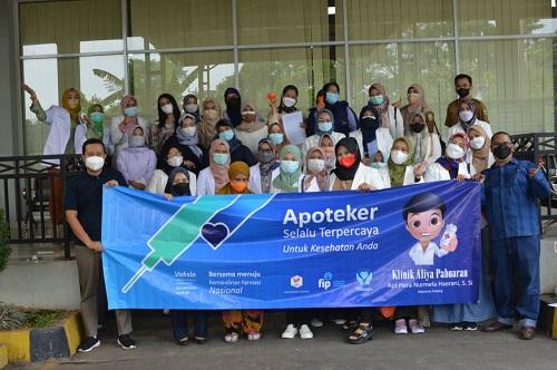IAI (Ikatan Apoteker Indonesia) Subang, Turut Sukseskan Vaksinasi di Rosin Rest Area Subang.(Foto: Juni/Pasundan Ekspres)